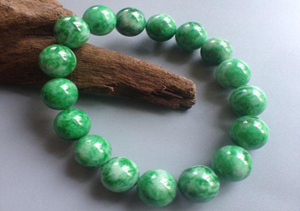 花青种翡翠珠串手链的特点以及价值怎么样?
