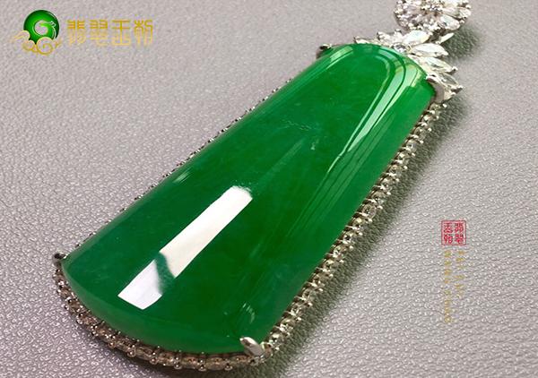 冰种浓绿无事牌翡翠挂件吊坠选料的品质要求