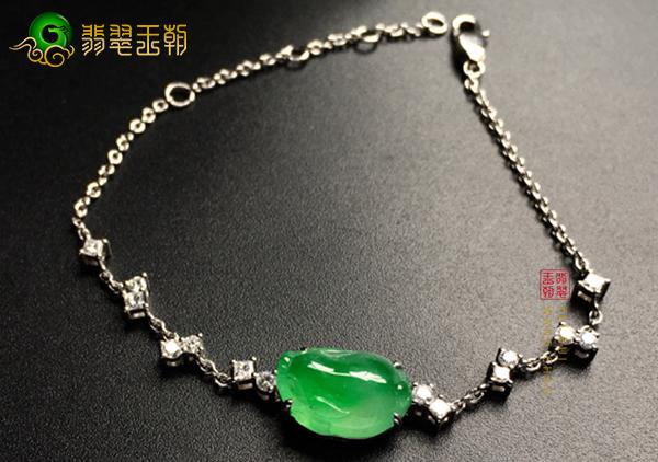 冰种飘绿翡翠貔貅镶嵌手链佩戴想不到的好处