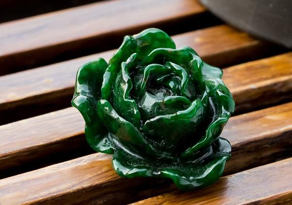 干青种翡翠花件挂件绿色浓郁价格不高的原因