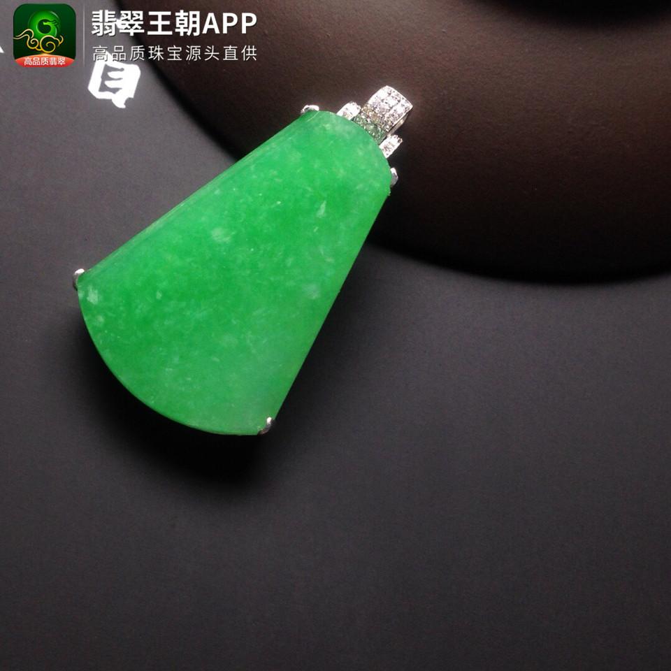 糯冰种苹果绿无事牌翡翠挂件镶白金钻翡翠胸坠
